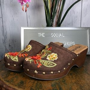 MUDD Brown Suede Flowers Embroidered Mules Clogs
